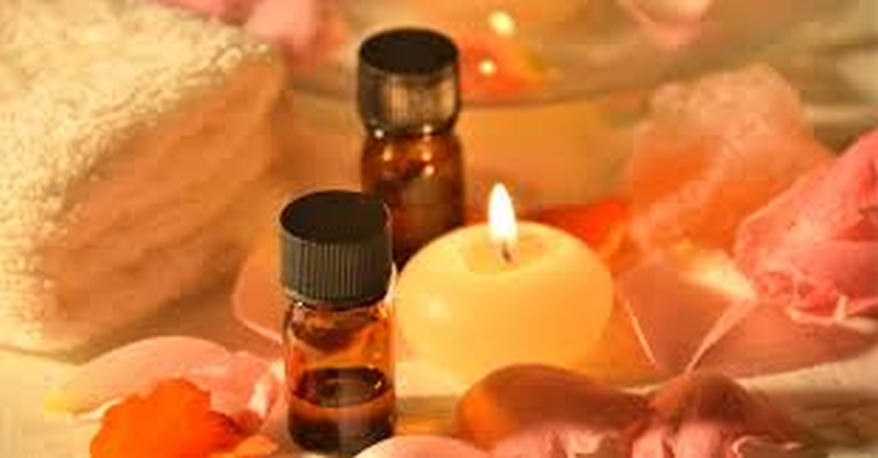 frankincense-oil-candle