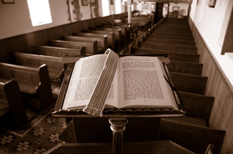 pastor-pulpit-bible